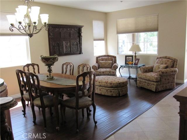6975 Garden Rose Street, Fontana CA: http://media.crmls.org/medias/8327bd88-a541-41fe-871e-2dff3d8630a6.jpg
