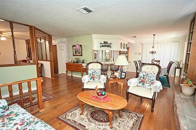 13330 Palos Grande Drive, Victorville CA: http://media.crmls.org/medias/832b41cd-f8dd-4787-94dd-894631afdc7f.jpg