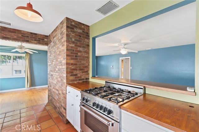 324 W Kendall Street, Corona CA: http://media.crmls.org/medias/8333a84e-315f-46c4-be2f-d3fb35946ec6.jpg