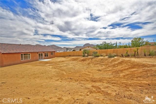 61755 Navajo, Joshua Tree CA: http://media.crmls.org/medias/83585274-9c2b-49c1-8601-a4dedd59b7e2.jpg