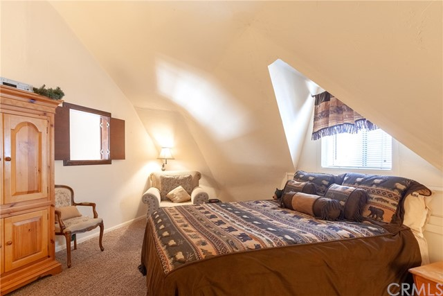 41810 Saint Moritz Court, Big Bear CA: http://media.crmls.org/medias/83b00608-cf87-4deb-b23c-203806b99a65.jpg