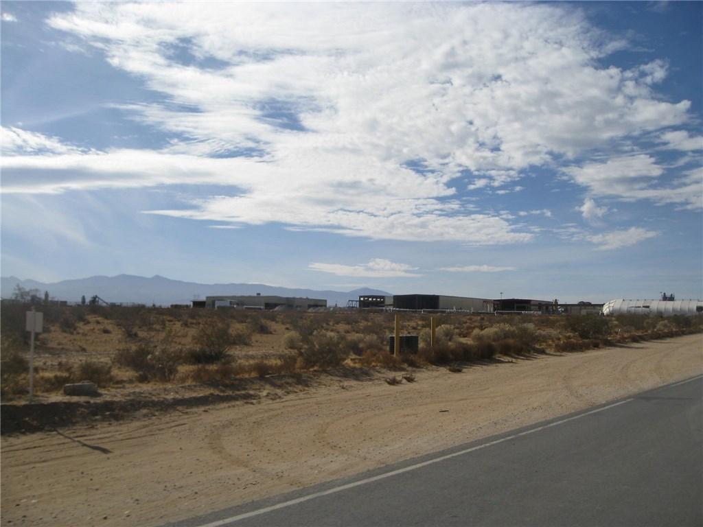 11111 Rancho, Adelanto CA: http://media.crmls.org/medias/83b703fb-0569-4e11-b58d-56be21063778.jpg