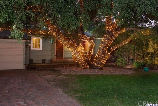 Single Family Home for Sale at 2849 Sycamore Avenue Glendale, California 91214 United States