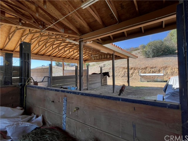 33800 Black Mountain Road, Temecula CA: http://media.crmls.org/medias/841a96c4-d424-4698-8ba2-9a5174a2b3b0.jpg