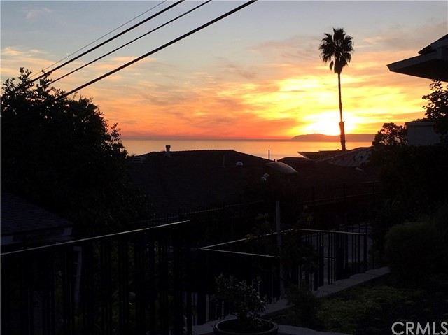 1098 Wykoff Way, Laguna Beach CA: http://media.crmls.org/medias/84311f26-3c00-4880-82db-538292bc5f39.jpg