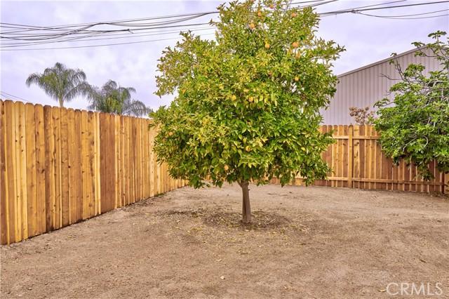 942 Front Street, Perris CA: http://media.crmls.org/medias/84519292-8392-4552-8043-483419c4af50.jpg