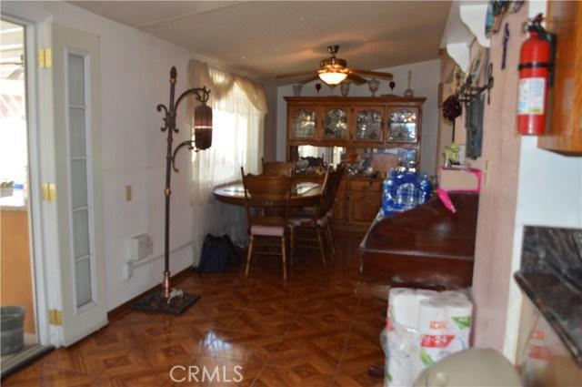25474 Gentian Avenue, Moreno Valley CA: http://media.crmls.org/medias/8454d175-d522-44bd-8ab3-9e3ee3e33afd.jpg