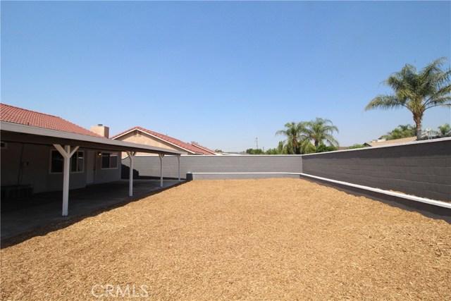15190 Los Nietos Court, Fontana CA: http://media.crmls.org/medias/845c7d9d-63f4-4554-8e11-35d67ffd2f8a.jpg