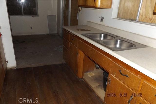 72256 Sunnyvale Drive, 29 Palms CA: http://media.crmls.org/medias/845cbd1c-1374-498e-80eb-2359e40b54c0.jpg
