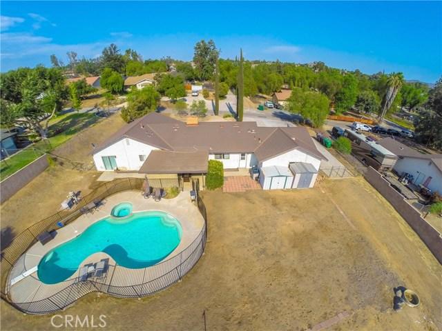 16415 Holcomb Way, Riverside CA: http://media.crmls.org/medias/84661edb-ba42-4e4b-906f-1472dc425533.jpg