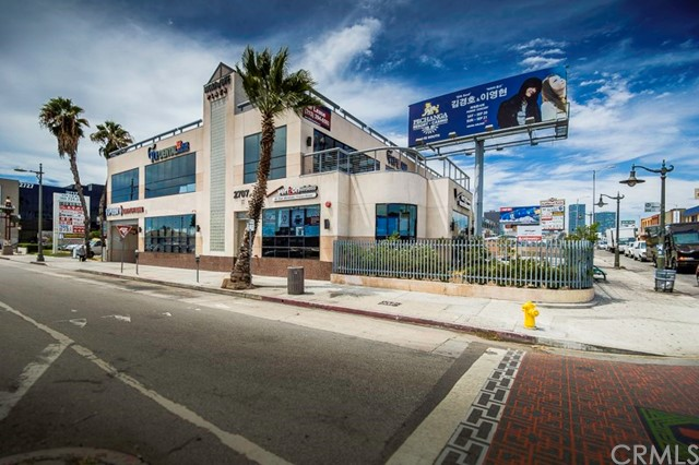 Retail for Rent at 2707 Olympic Boulevard Unit 102 2707 W Olympic Boulevard Los Angeles, California 90006 United States