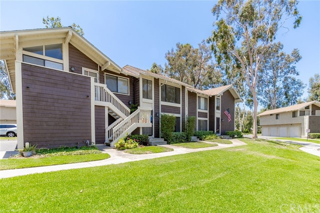 26106 Hillsford Place, Lake Forest CA: http://media.crmls.org/medias/8498cb26-6bb2-41d0-9be5-71b98e7d1ed0.jpg