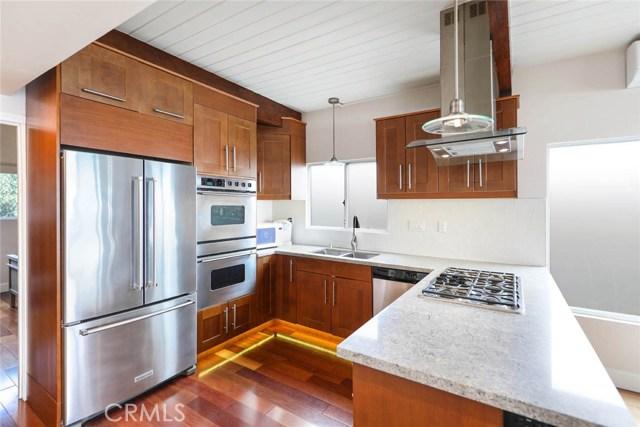 1040 La Mirada Street, Laguna Beach CA: http://media.crmls.org/medias/84b161b0-220b-41e6-9d83-1e58d393a145.jpg