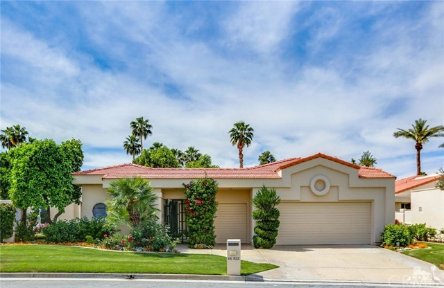 Photo of home for sale at 44833 Winged Foot Drive, Indian Wells CA