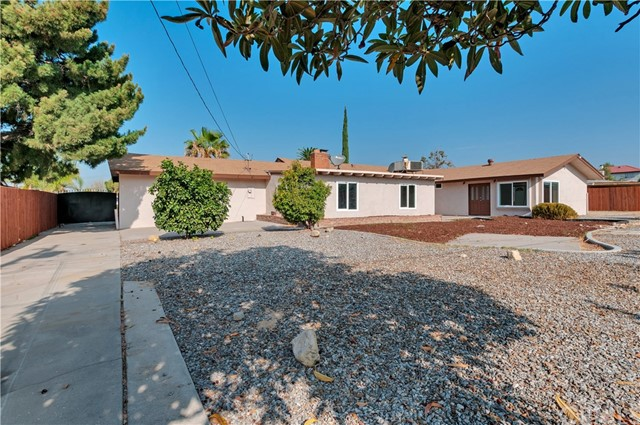 1657 N Encina Avenue, Rialto CA: http://media.crmls.org/medias/84e356cc-b838-4c48-ba42-a57d5ee6fab0.jpg