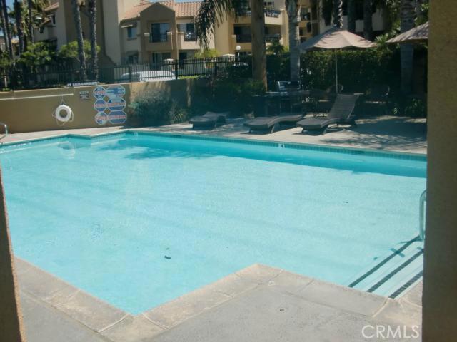 310 Lake Street, Huntington Beach CA: http://media.crmls.org/medias/84ec1643-8bfc-4c41-87f1-c61a25c57b95.jpg