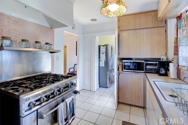 607 Royce Street, Altadena CA: http://media.crmls.org/medias/84f30301-9d67-45e5-ae86-c03f821c3952.jpg