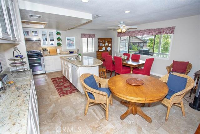 21815 Strawberry Lane, Canyon Lake CA: http://media.crmls.org/medias/8512ca0f-8cd3-4e74-969a-077657ef2ef2.jpg