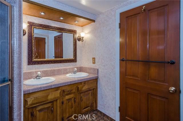 570 Raymond Avenue, Santa Maria CA: http://media.crmls.org/medias/852032b7-77a3-4536-9cb8-78e527c639e6.jpg