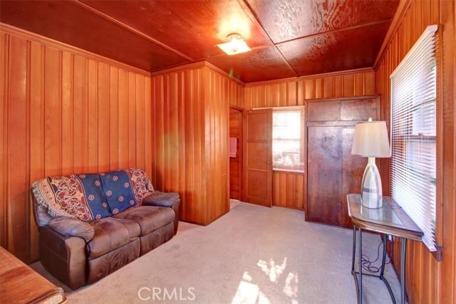 607 Royce Street, Altadena CA: http://media.crmls.org/medias/8527408f-4a2f-46de-8ab5-c7429baae79c.jpg