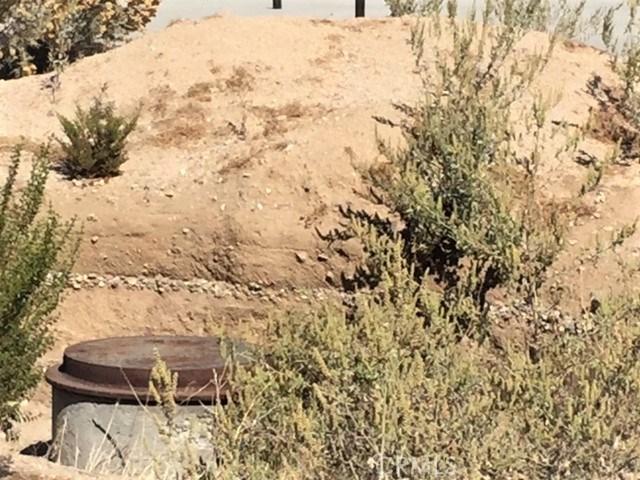 7243 Mohawk Trail, Yucca Valley CA: http://media.crmls.org/medias/852a6132-ca93-4db9-b4c4-c0555b44750e.jpg