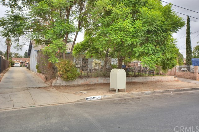 Single Family Home for Sale at 11101 Stagg Street Sun Valley, 91352 United States
