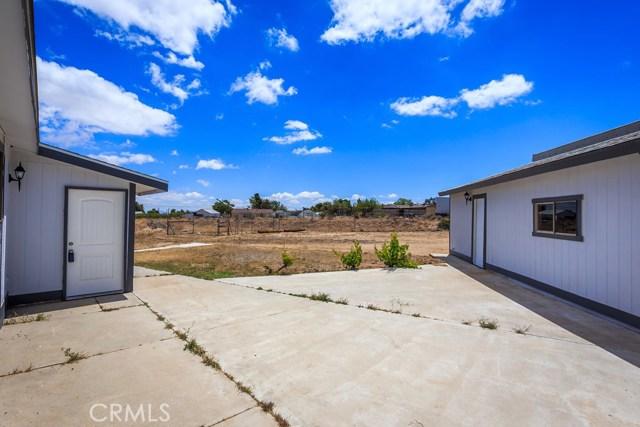 6625 Bartlett Drive, Phelan CA: http://media.crmls.org/medias/855de287-20e0-4c9a-a95a-591711c58f82.jpg