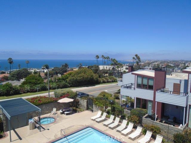 404 Palos Verdes Boulevard, Redondo Beach, California 90277, 3 Bedrooms Bedrooms, ,1 BathroomBathrooms,Townhouse,For Sale,Palos Verdes,SB19201622