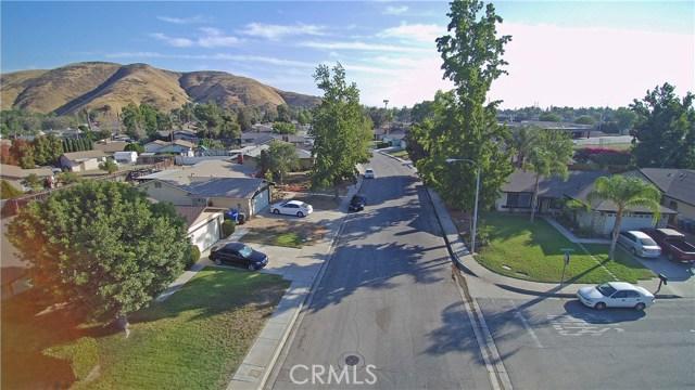4905 Lakewood Drive, San Bernardino CA: http://media.crmls.org/medias/858c603d-7e35-4783-9690-7cdb8f78d66d.jpg