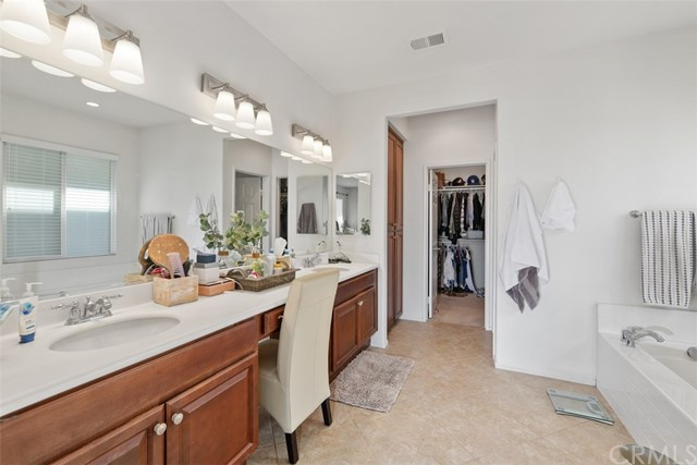 31590 Waterfall Way, Murrieta CA: http://media.crmls.org/medias/85aa1805-b280-4169-b1b4-76dd04ea61f2.jpg