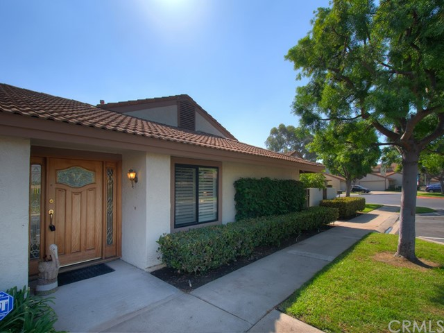 18355 Gum Tree Lane, Huntington Beach CA: http://media.crmls.org/medias/85bfbceb-4d25-4b0e-8437-06fd638ec257.jpg