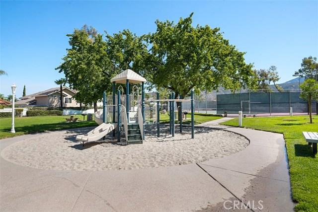 28882 Mountain View Lane, Lake Forest CA: http://media.crmls.org/medias/8622a18a-8125-4cc7-bade-fa66da34c182.jpg