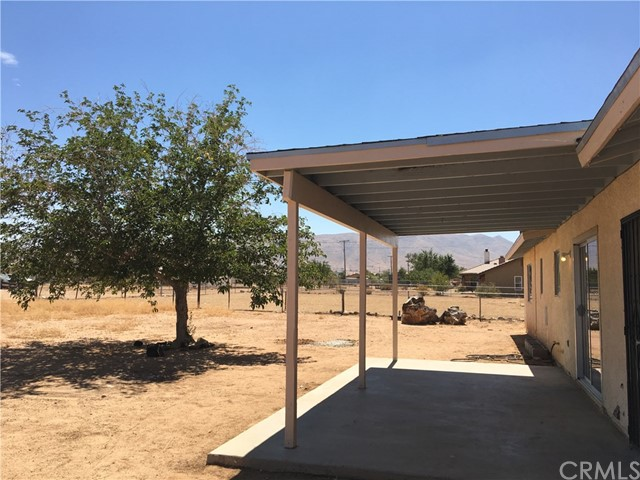 10865 Pinole Road, Apple Valley CA: http://media.crmls.org/medias/8633b916-329c-4abf-954d-8b18032d0846.jpg