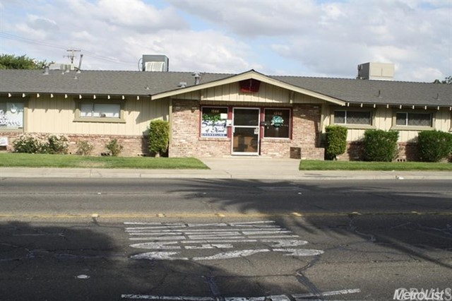 Offices for Sale at 1500 Winton Way Atwater, California 95301 United States