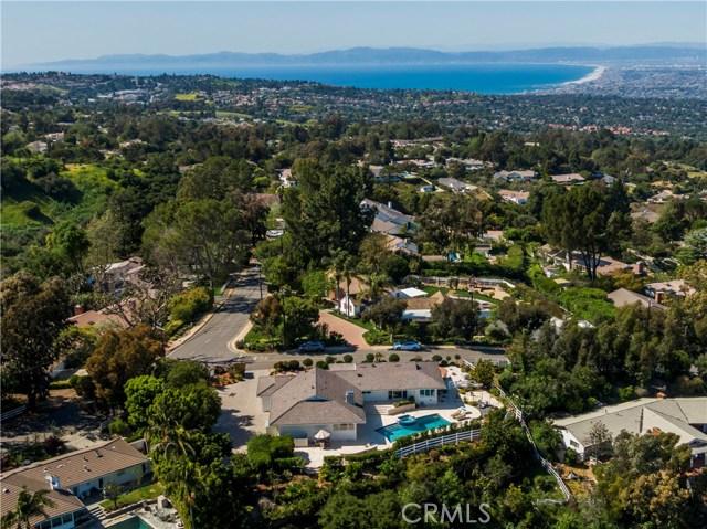 1 Maverick Lane, Rolling Hills CA: http://media.crmls.org/medias/863c57de-50e3-4d57-a838-dc38685d436e.jpg