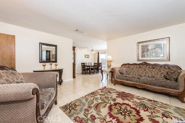 16446 Armstead Street, Granada Hills CA: http://media.crmls.org/medias/8647b2a5-8543-4af8-88f9-d58c64e754ef.jpg