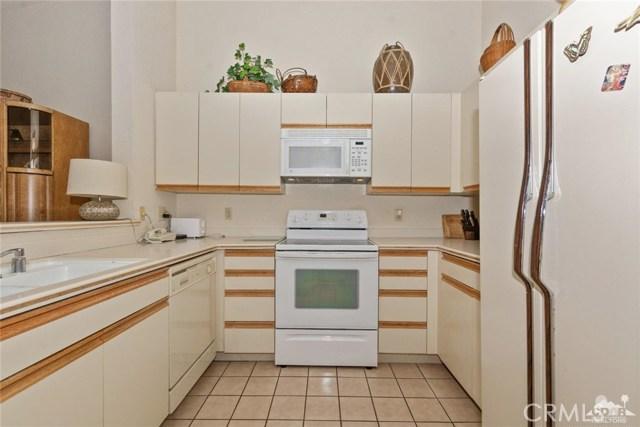 77626 Woodhaven Drive, Palm Desert CA: http://media.crmls.org/medias/865b05af-cd33-4106-87a3-d03900acd303.jpg