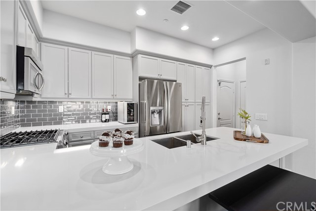 Detail Gallery Image 1 of 1 For 86 Talisman, Irvine,  CA 92620 - 3 Beds | 2/1 Baths
