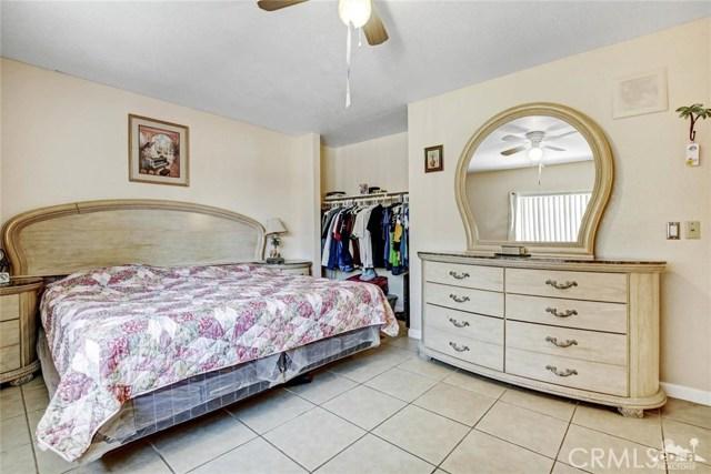 81821 Arus Avenue, Indio CA: http://media.crmls.org/medias/8682dc22-bb48-4d79-9722-b2e8005933c6.jpg