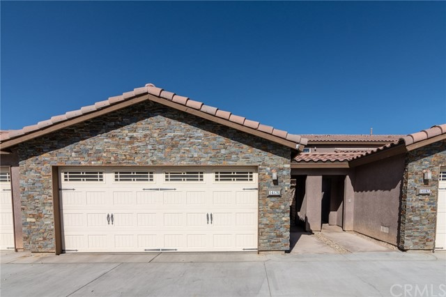 14176 Kiowa Road, Apple Valley CA: http://media.crmls.org/medias/8684efdc-1ac2-4c9b-8141-5f845d24829d.jpg