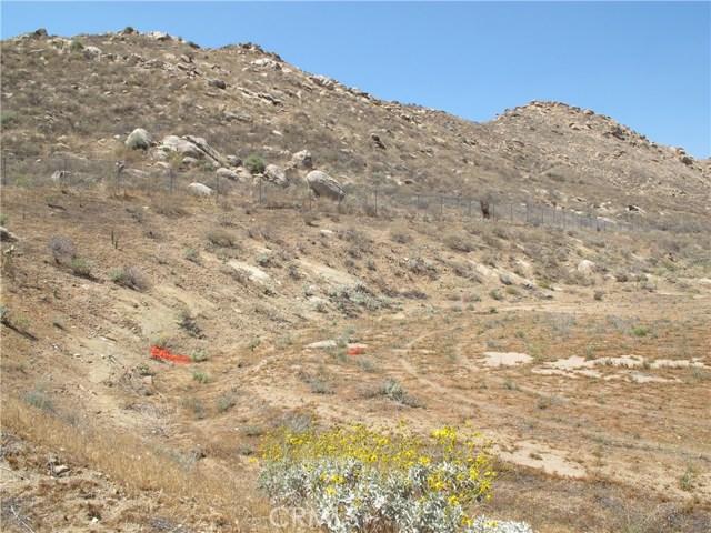 11275 Eagle Rock Road, Moreno Valley CA: http://media.crmls.org/medias/8693d6f6-dfda-4b76-930b-ee482cee5f65.jpg