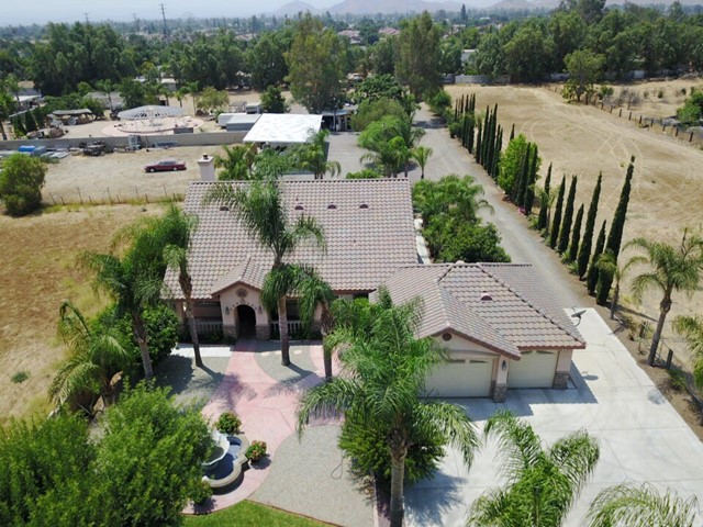Single Family Home for Sale at 18445 Hawthorne Avenue Bloomington, California 92316 United States