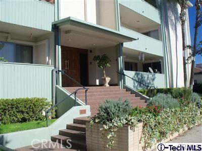 1299 Cordova Street, Pasadena CA: http://media.crmls.org/medias/869e38b6-09b2-484f-9f00-01403b31324c.jpg
