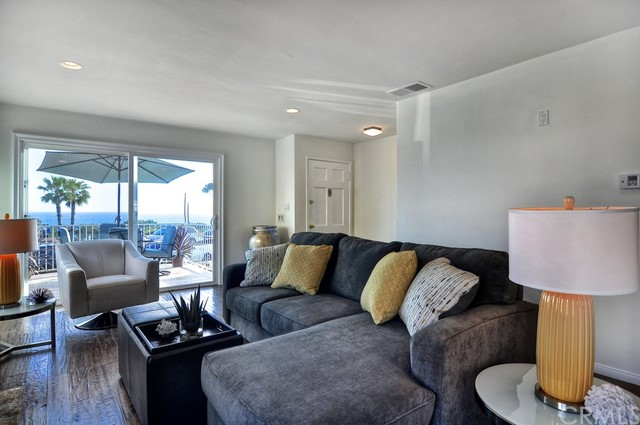 2828 Ocean Boulevard, Corona del Mar CA: http://media.crmls.org/medias/86a1472a-da39-4601-88c0-050f2dd22691.jpg