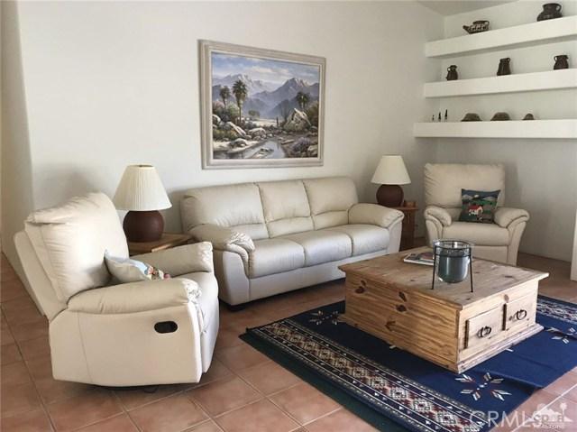 40620 Glenwood Lane, Palm Desert CA: http://media.crmls.org/medias/86b1d6c4-4185-46f5-b9d1-94c68c3cf7eb.jpg