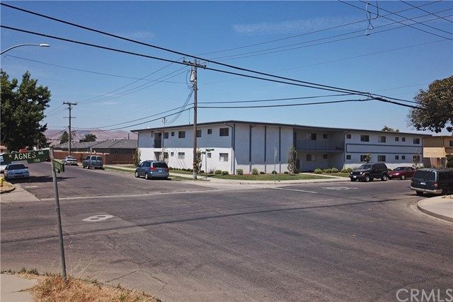 127 Agnes Avenue, Santa Maria CA: http://media.crmls.org/medias/86bedc66-411b-42da-bac7-bc7f8ba82820.jpg