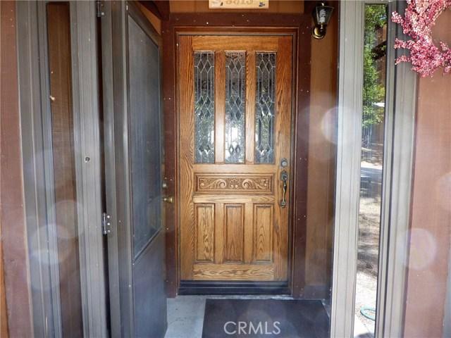 Casa Unifamiliar por un Venta en 5913 Lake Drive Angelus Oaks, California 92305 Estados Unidos