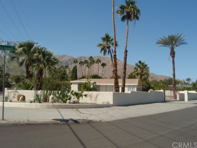 2107 N Vista Grande Avenue, Palm Springs CA: http://media.crmls.org/medias/86ca8a6e-54ae-4072-9e4b-5772dc5a4485.jpg