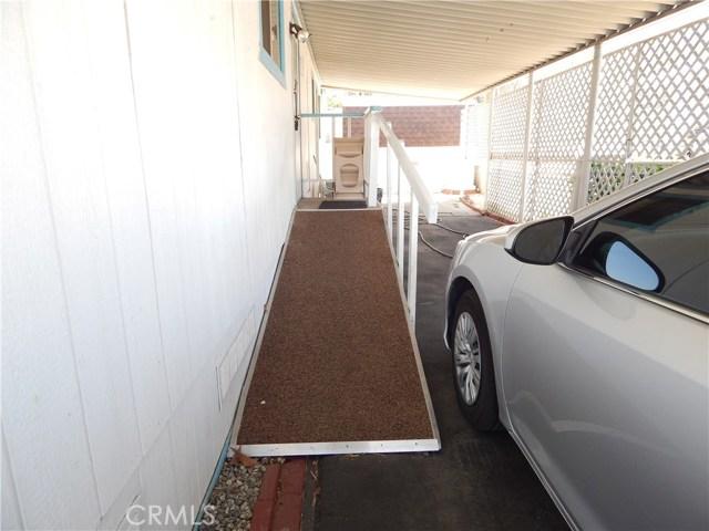 2200 W WILSON Street, Banning CA: http://media.crmls.org/medias/86f2353f-5685-40d4-8880-2bc8274c8b2b.jpg