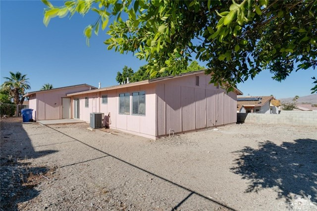 66186 Santa Rosa Road, Desert Hot Springs CA: http://media.crmls.org/medias/87061737-65de-46a8-a42e-e354a64fe010.jpg